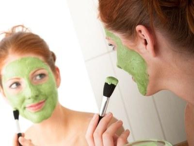 Zielona glinka ma działanie dezynfekujące, gojące i oczyszczające  /© Panthermedia