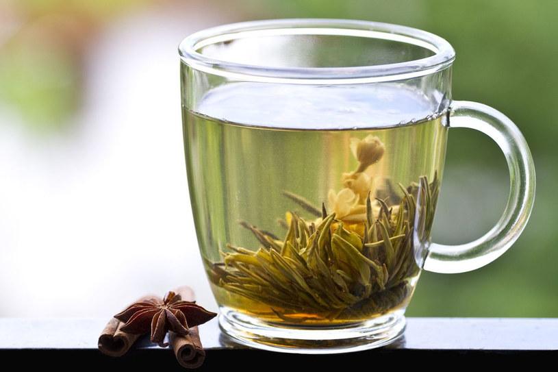 Zielona herbata jest drugim najpopularniejszym napojem na świecie /123RF/PICSEL