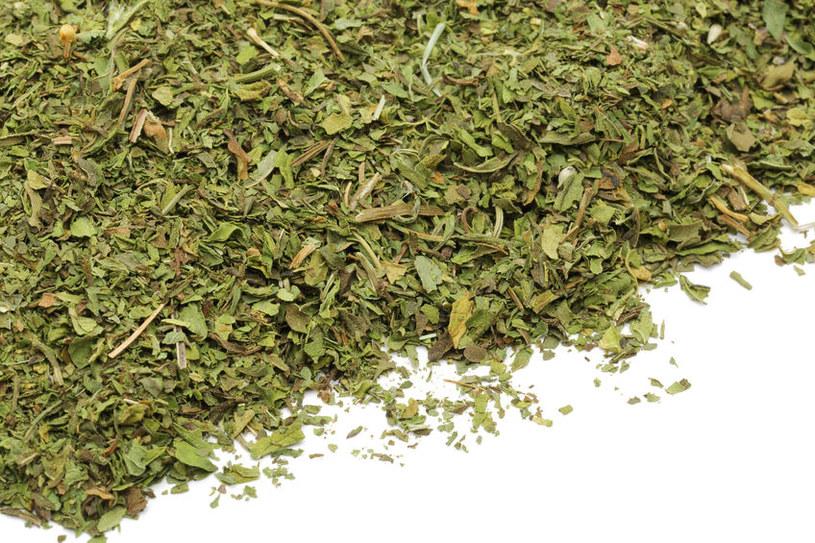 Zielona herbata wykasuje silne działania przeciwnowotworowe /©123RF/PICSEL
