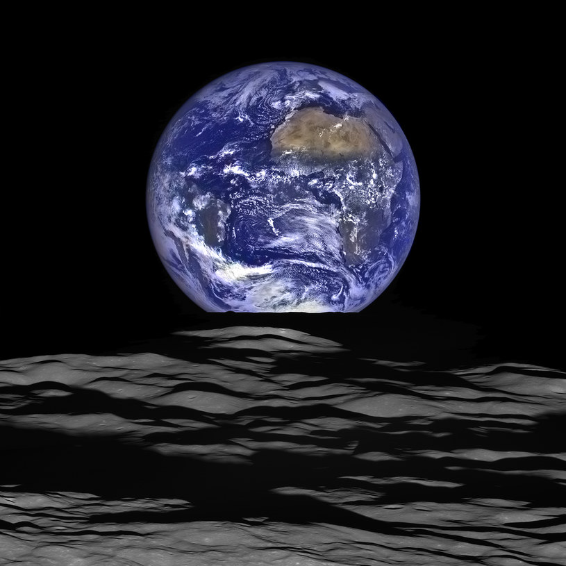 Ziemia wyglądająca zza Ksieżyca na zdjęciu sondy Lunar Reconnaissance Orbiter (LRO) / NASA/Goddard/Arizona State University /materiały prasowe