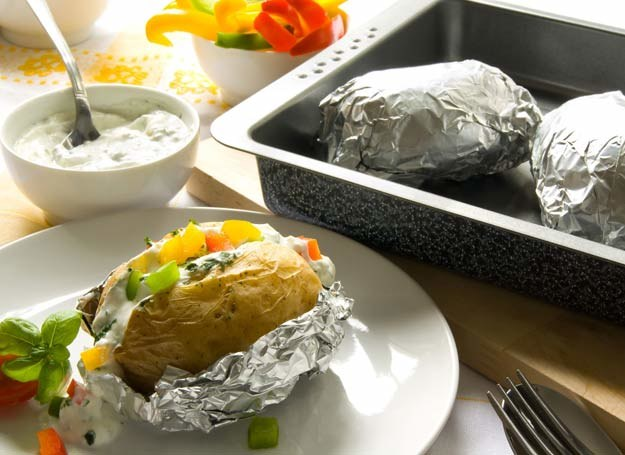 Ziemniaki faszerowane bryndzą /123RF/PICSEL