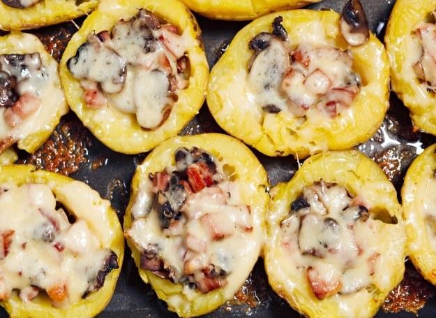 Ziemniaki możesz również zapiec z dużą ilością sera /123RF/PICSEL