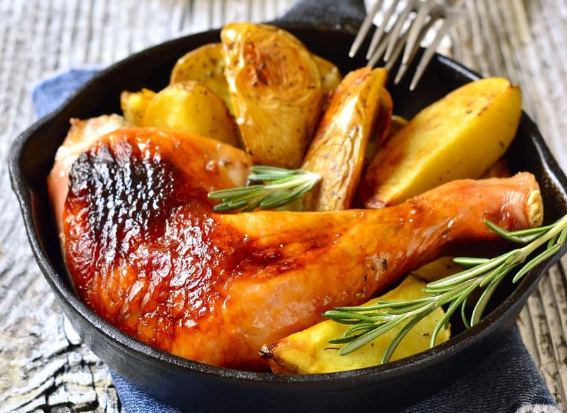 Ziemniaki pieczone z cytrynowym kurczakiem /Picsel /©123RF/PICSEL