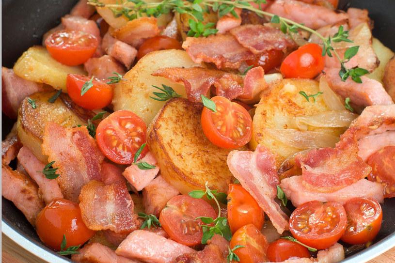 Ziemniaki smażone z warzywami /©123RF/PICSEL