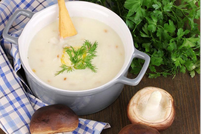 Ziemniaki z sosem grzybowym /©123RF/PICSEL
