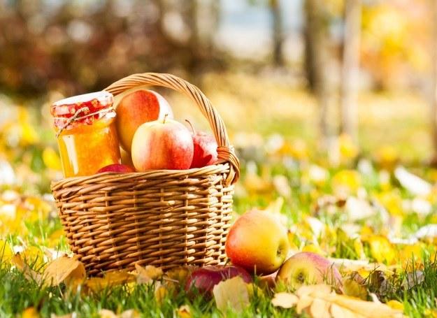 Zimą chętnie sięgamy po przetwory z jabłek /123RF/PICSEL