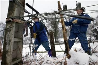 Zima doprowadziła do wielu awarii /AFP