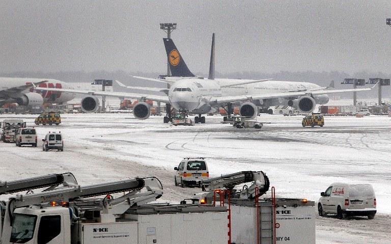 Zima sparaliżowała transport w zachodniej Europie /AFP
