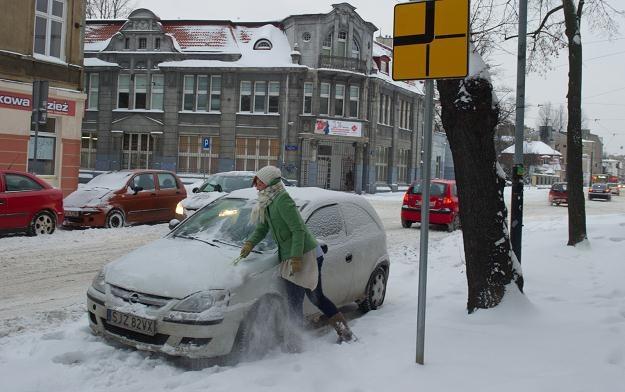 Zima to ciężki czas dla kierowców /PAP