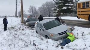 Zima w USA, mała górka i prace przy drodze
