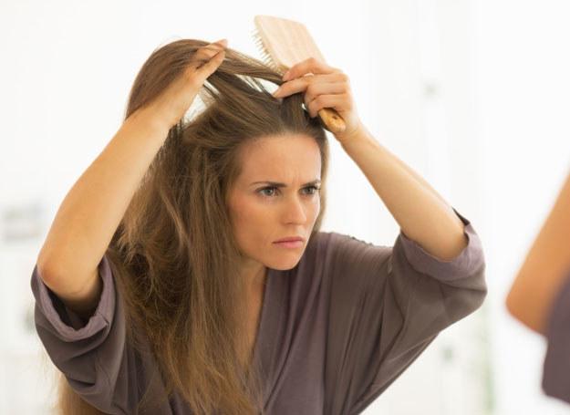 Zimą włosy potrzebują szczególnej pielęgnacji /©123RF/PICSEL