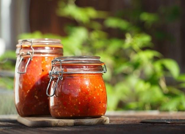 Zimą z radością sięgamy po zamknięty w słoikach smak pomidorów /123RF/PICSEL