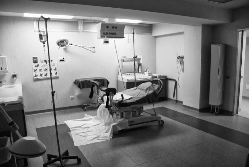 Zimna i bezduszna sala szpitalna to koszmar wielu kobiet /123RF/PICSEL