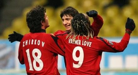Żirkow (z lewej) cieszy się z pierwszego gola dla CSKA /AFP