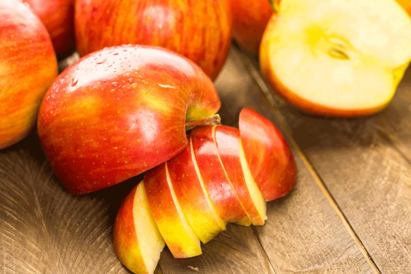 Zjedz dwa jabłka ze skórką dziennie,  a unikniesz wizyt u kardiologa /123RF/PICSEL