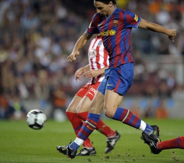 Zlatan Ibrahimovic strzela na 1-0. /AFP