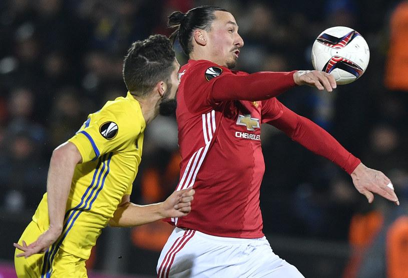 Zlatan Ibrahimović (z prawej) w meczu z FK Rostów /AFP