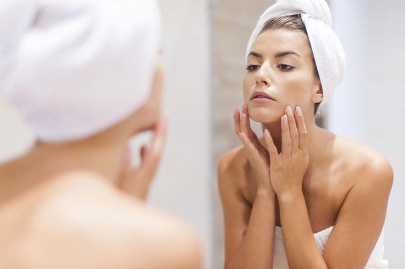 Źle dobrane kosmetyki i zabiegi mogą szkodzić skórze. Dlatego rozszyfruj, jaka jest i czego jej potrzeba /123RF/PICSEL