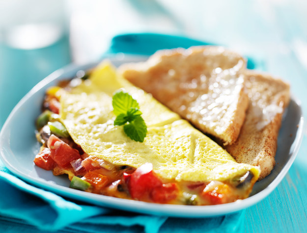 Złocisty omlet z warzyw /123/RF PICSEL