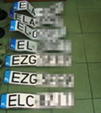 Złodziej montował na samochodzie skradzione tablice rejestracyjne /Policja