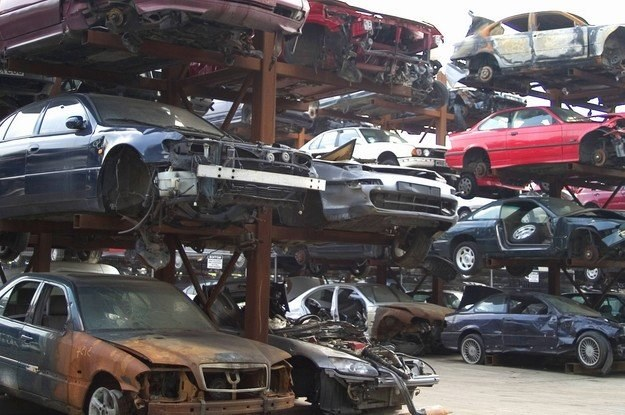 Złomowanie samochodów to drogi biznes... /