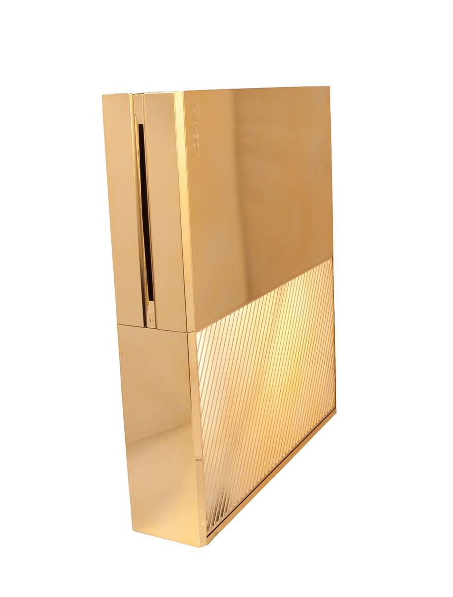 Złota konsola do gier /HARRODS /PAP/EPA