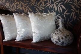 Złota poduszka dekoracyjna KakaduArt