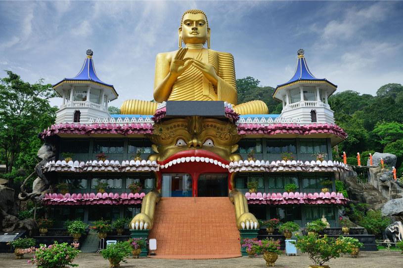 Złota Świątynia Dambulla. Jej wiek określa się na 2200 lat /©123RF/PICSEL