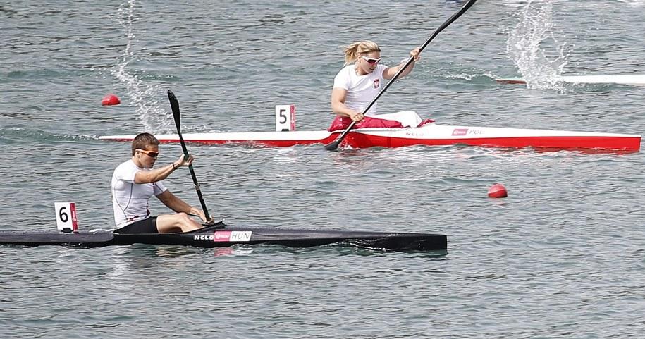 Złoto zdobyła Danuta Kozak z Węgier (na pierwszym planie), Ewelina Wojnarowska (w tle) wywalczyła brąz /MAXIM SHIPENKOV    /PAP/EPA