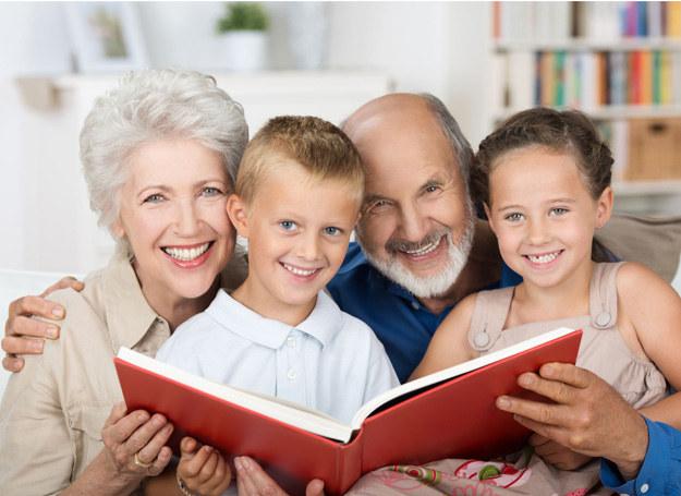 Złóżmy naszym Babciom i Dziadkom najlepsze życzenia! /©123RF/PICSEL