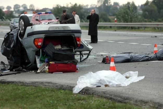Zły stan dróg jako przyczyna wypadków w polskich statystykach nie istnieje / Fot: Artur Barbarowski /Agencja SE/East News