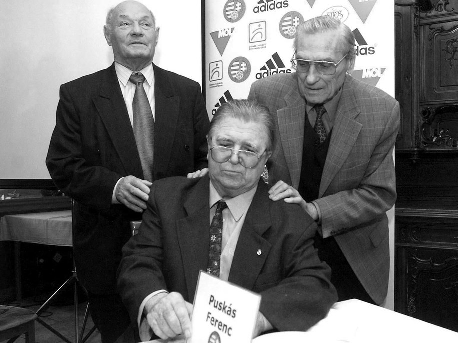 Zmarł były piłkarz reprezentacji Węgier Jenoe Buzanszky. Pierwszy z lewej /IMRE FOELDI   /PAP/EPA