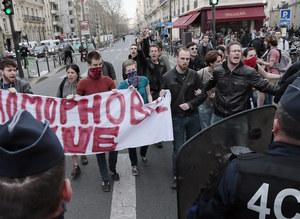 Zmarł student pobity przez skinów w Paryżu