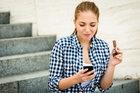 Zmarszczki od smartfona? Uważaj na efekt tech neck!