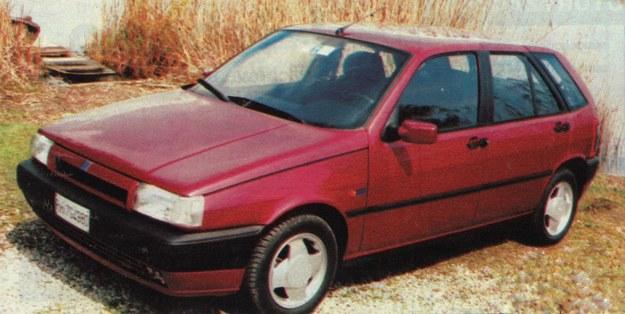 Zmiana przedniej części nadwozia wystarczyła, by Tipo wyglądał nowocześniej. /Motor