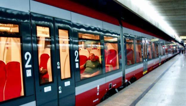 Zmiana rozkładu jazdy pociągów przebiega jak dotąd bez zakłóceń /RMF