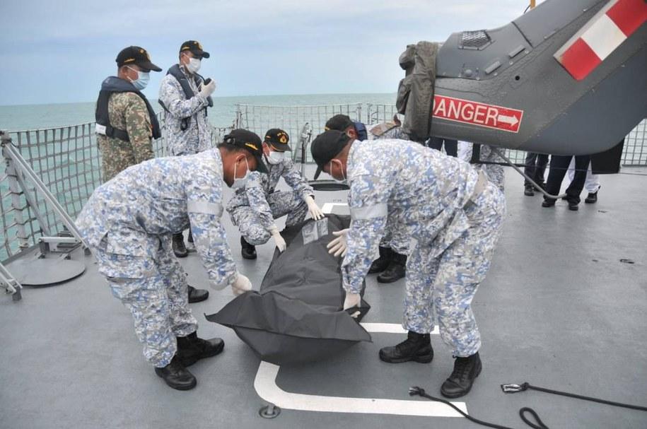 Zmierzający do Singapuru niszczyciel rakietowy USS John S. McCain zderzył się z tankowcem bandery liberyjskiej Alnic MC /ROYAL MALAYSIAN NAVY /PAP/EPA