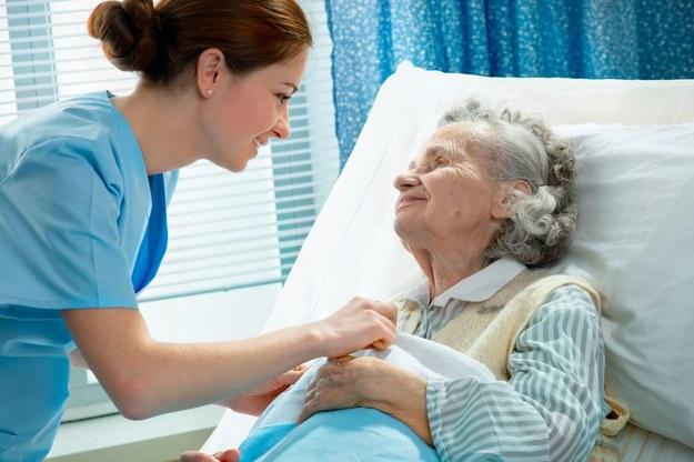 Zmuszanie pracowników medycznych do strajkowania o należne wynagrodzenia to ich poniżanie... /123RF/PICSEL