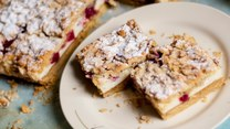 Zmysłowe smaki: Ciasto z pianką i malinami