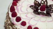 Zmysłowe smaki: Tort z kremem rozmarynowym i malinami