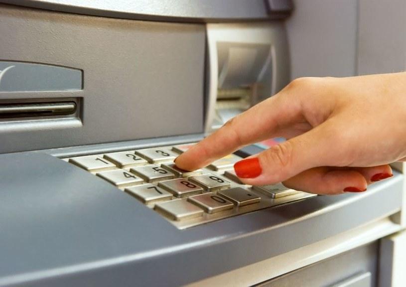 Znaczna część bankomatów nie ma wystarczających zabezpieczeń /123RF/PICSEL