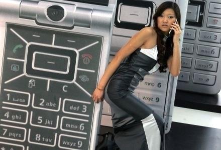 """Znaczna część """"rozmów"""" telefonicznych to automatyczne połaczenia między komórkami /AFP"""