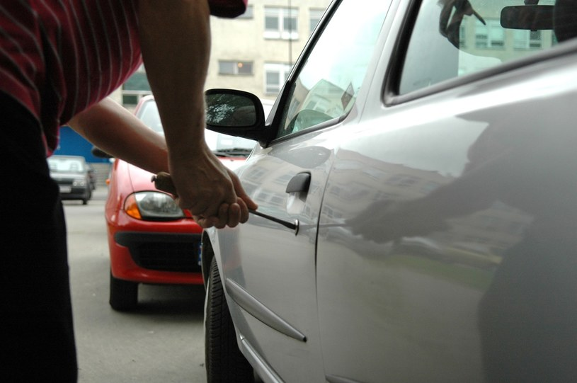 Znacznie spada liczba kradzieży samochodów /Piotr Kamionka /Reporter