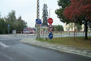 Znaki ustawione przy ulicy Starowiejskiej w Raciborzu. Zdjęcie pochodzi z www.raciborz.com.pl /