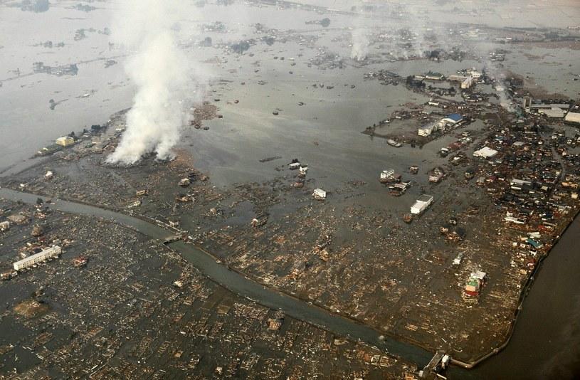 Zniszczenia, jakie dokonało tsunami w 2011 roku /AFP