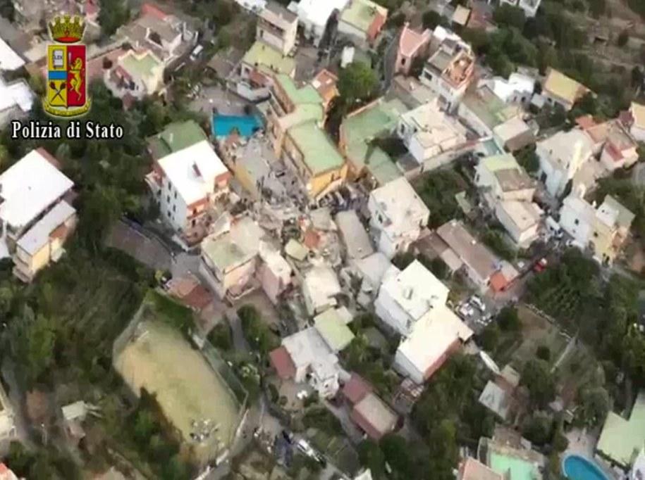 Zniszczenia po trzęsieniu /ITALIAN POLICE PRESS OFFICE HAND /PAP/EPA
