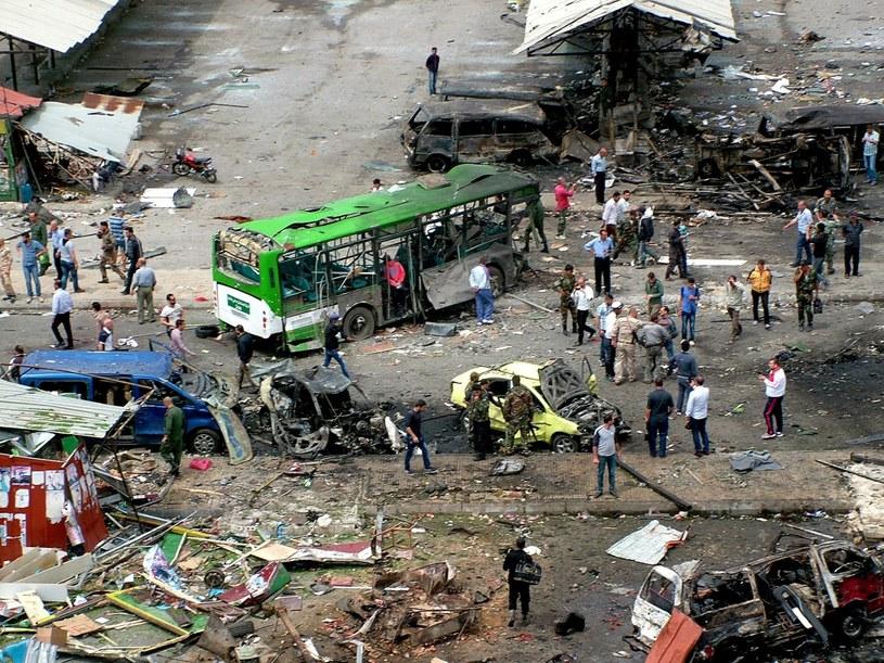 Zniszczenia po wybuchu w mieście Dżabla /PAP/EPA