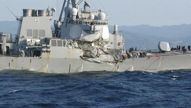 Zniszczona, amerykańska jednostka /JAPAN COAST GUARD HANDOUT /PAP/EPA