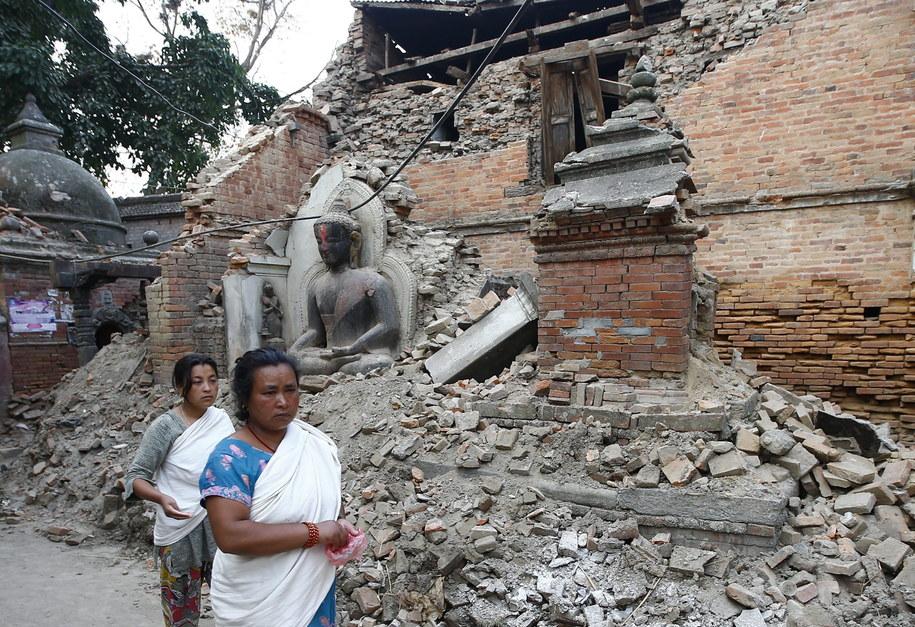 Zniszczona świątynia w Bhaktapur /Narendra Shrestha /PAP/EPA
