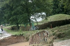 Zniszczone drogi, zerwany most. Skutki nawałnicy w śląskim Lelowie